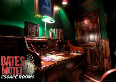 HDR Bates Manor Desk
